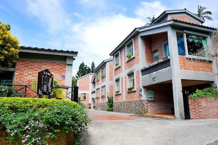 五房獨棟紅磚屋別墅 5-bedroom Red Brick Villas 超讚山景花園 可烤肉泡茶 - Nanzhuang Township
