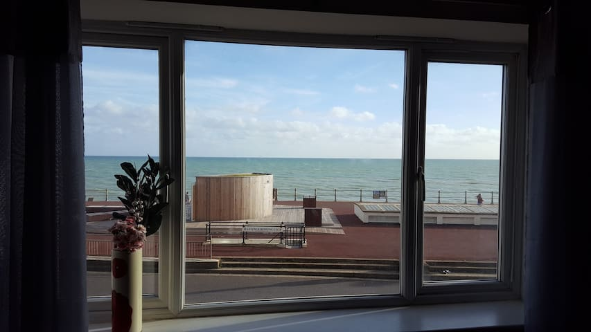 Seafront apartment with great views