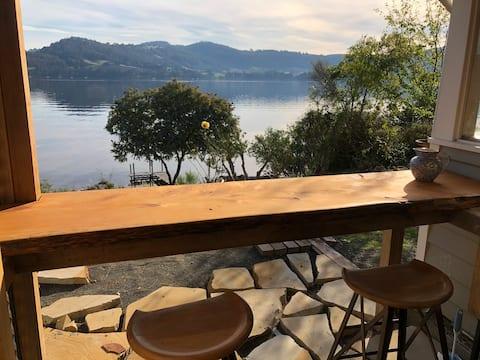 """Rive Gauche""  Luxury Retreat on the Huon River"