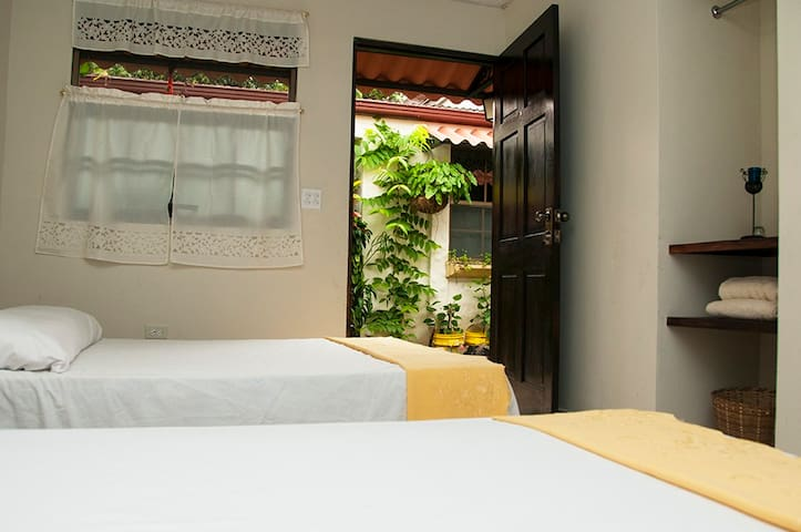#08 Double Tropical Garden Room - Antón - Huis