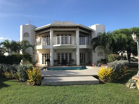 Sea View Villa Cluster 63A(2BR,Pool,Wifi,Golf)