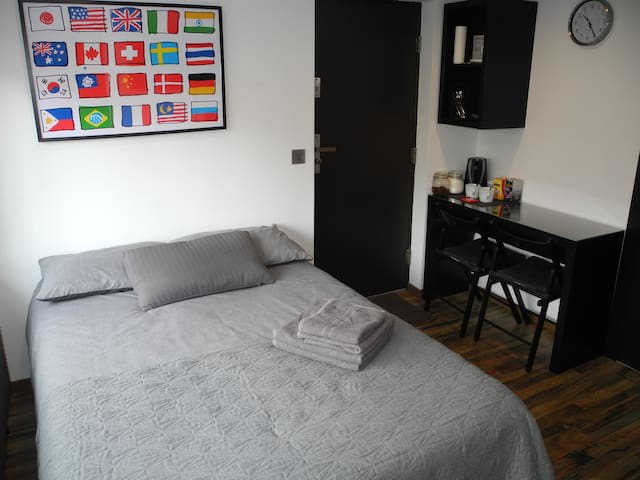 Luxure room with en-suit, 1mile from the town