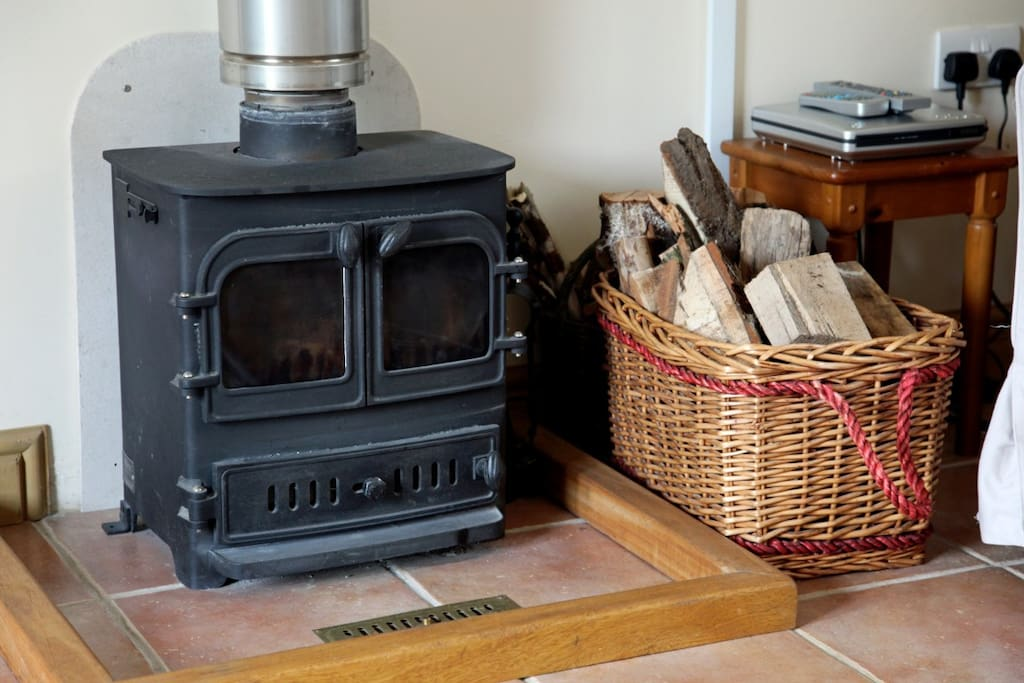 Log burner to supplement the underfloor heating