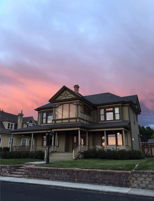 Prospect Manor at sunset.