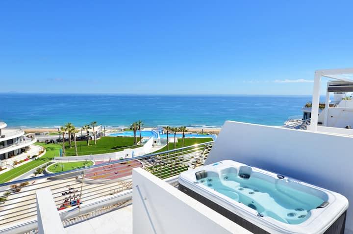 Luxury Family Penthouse (Jacuzzi)