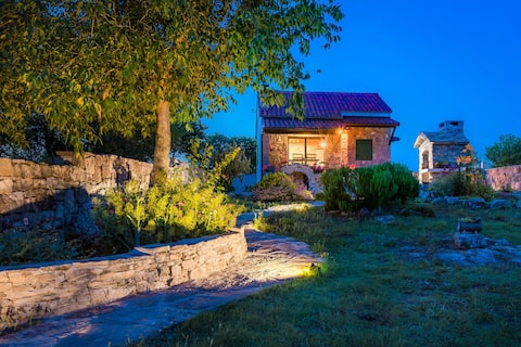 Holiday Home Vlatka  ( NP  Krka )