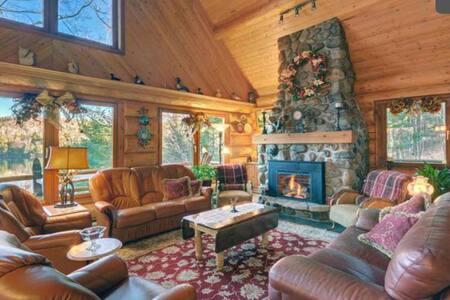 Luxurious Ski Log Cabine-Lake Front - Mont-Tremblant - House