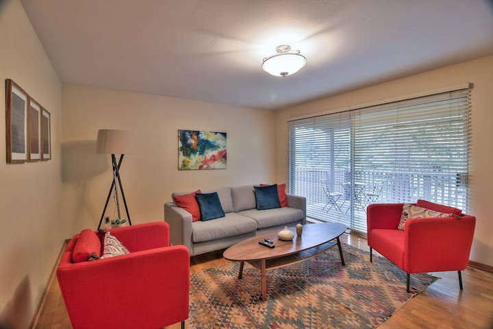 Fantastic 3BR Condo in Menlo Park, Parking + Pool