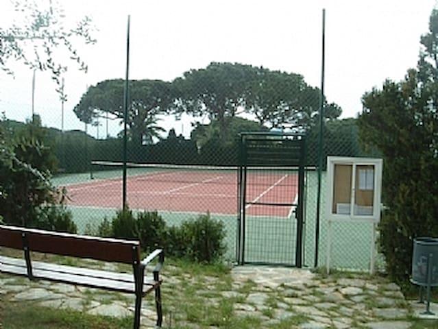 Urbanbisation tennis court