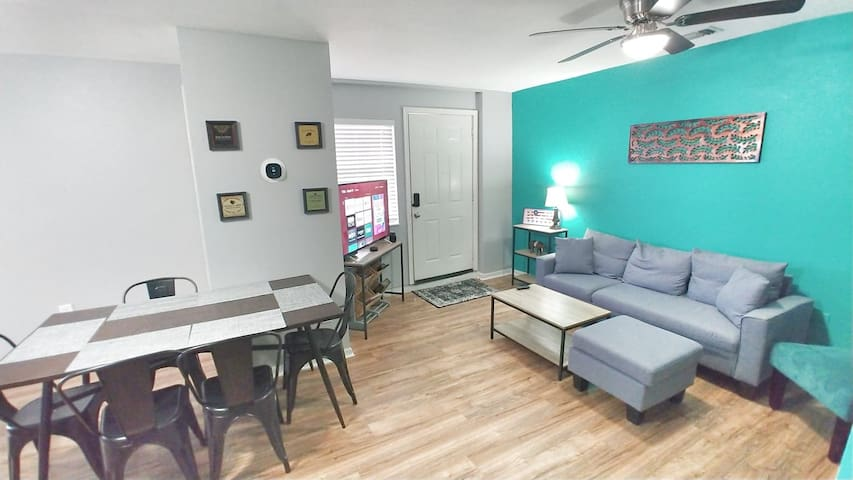 close to downtown, Riverwalk, Alamo, with parking