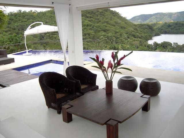 Extraordinaria Casa en Mesa de Yeguas - Anapoima