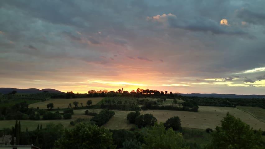 TRAMONTO SULLA CAMPAGNA SENESE - Torrita di Siena - Hus