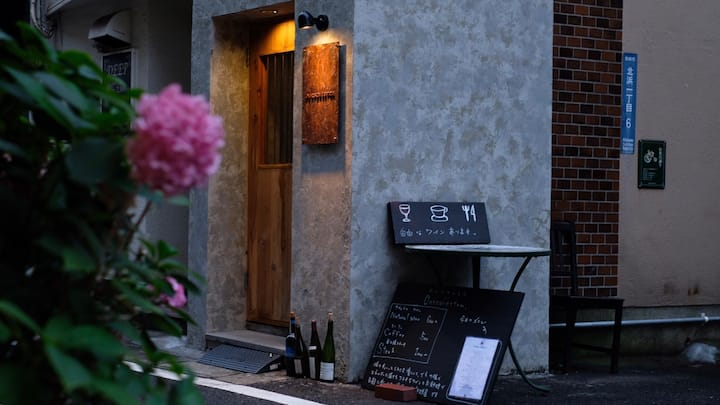 プレオープン!JR別府駅から5分、バー併設している!気軽に素泊まり