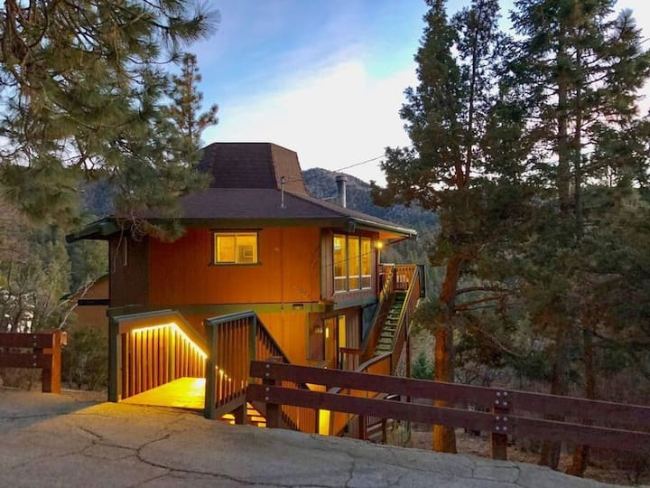 Lazy Bear Lookout with Views of Resorts w/jacuzzi