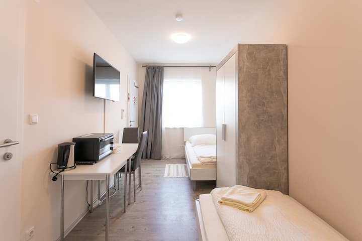 Studio 7a for 2 People - free parking included