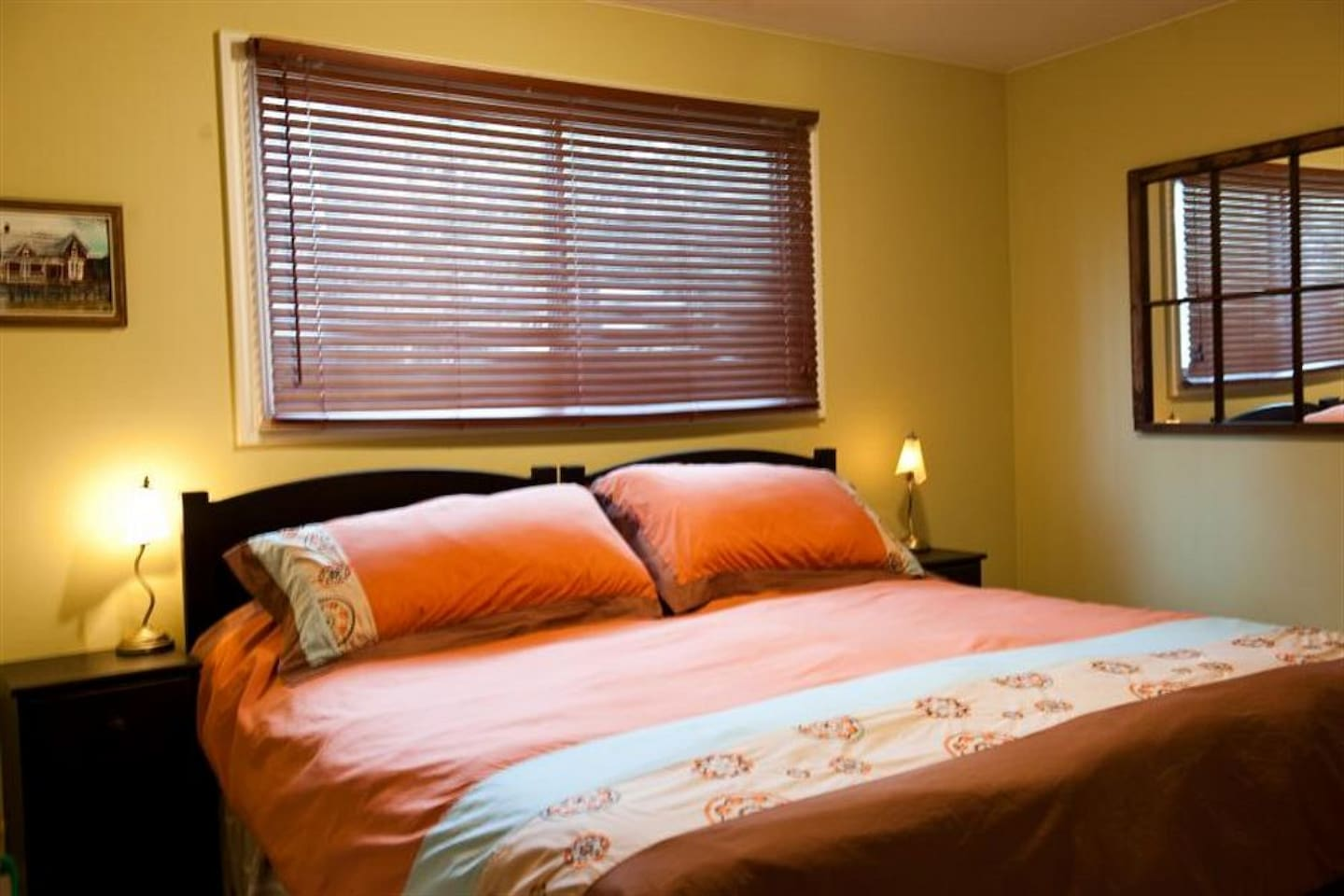 This room is part of a Bed & Breakfast The room provides a bed option of either a King size bed or of 2 Single beds. Pleases advise which bed set up you require.   Includes full breakfast. Amenities include Private bathroom cable TV, wifi, hot tub