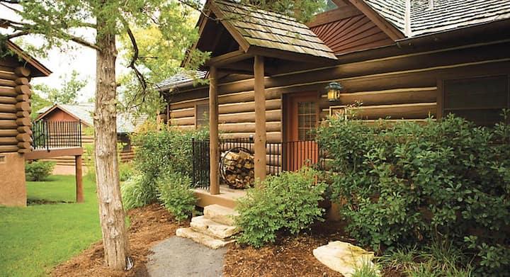 Big Cedar [Beautiful 2-bdr. cabin (Sleeps 6)]