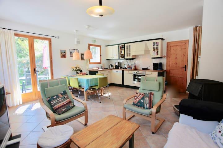 Domaine la Pique, Tournesol livingroom and kitchen