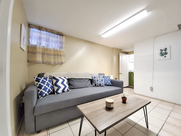 Perfectly Located Suite In the heart of Sunnyside!