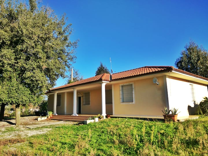 House with park 1km from the beach