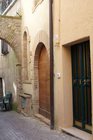Mini appartamento in borgo medioevale dell'Umbria - Montecastrilli - Σπίτι