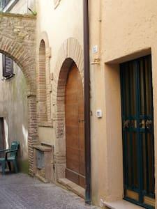 Mini appartamento in borgo medioevale dell'Umbria - Montecastrilli