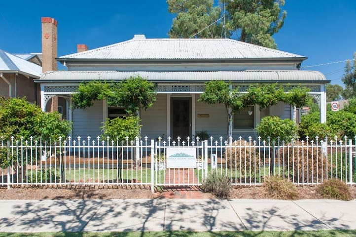 5 Connelly - Echuca Holiday Homes