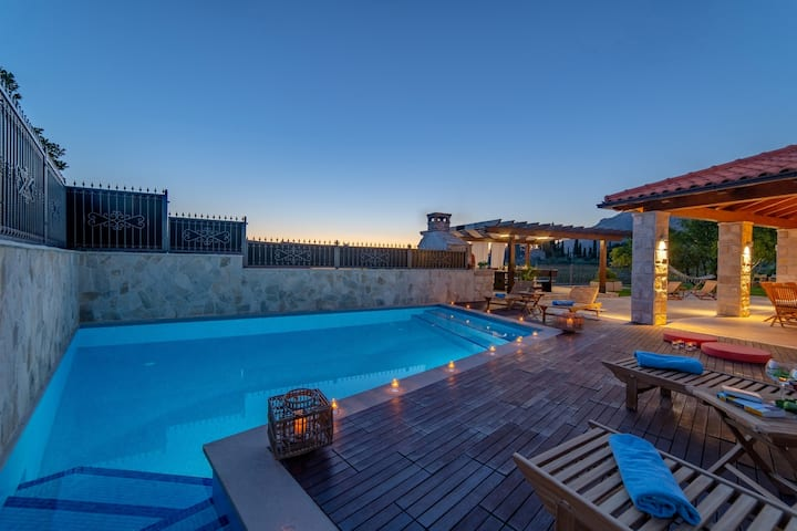 Villa San Nicolo- private pool, BBQ, parking