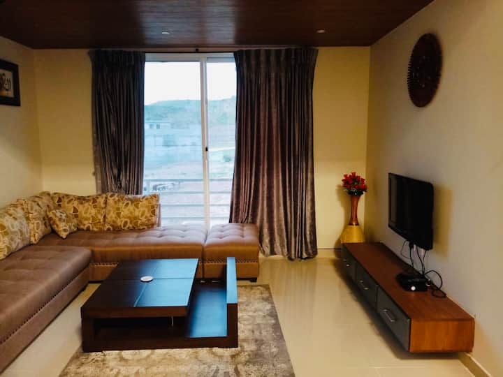 Entire 2 bedroom flat, wifi, private entrance