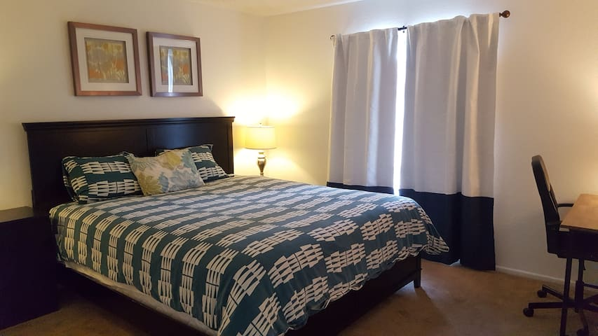 LA rowland hets king bed& pool1bed&1bath large apt