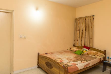 Sim's Den Well Ventilated - Bangalore - Bed & Breakfast