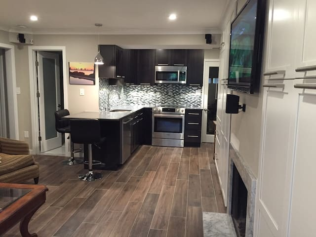 Fully Renovated Upscale Georgetown Apartment - Washington - Apartment
