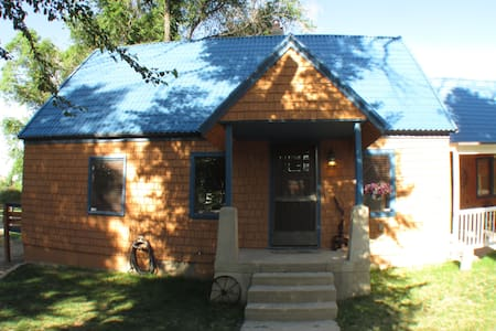Lovely Ranch Style Home/Loft Close to City Park - Pueblo