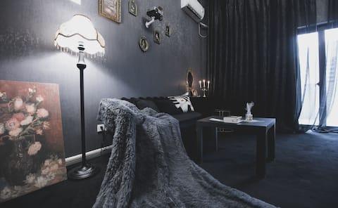 黑婚纱Wending 120寸巨幕投影 网红打卡地 旅小驻自助公寓 自助入住