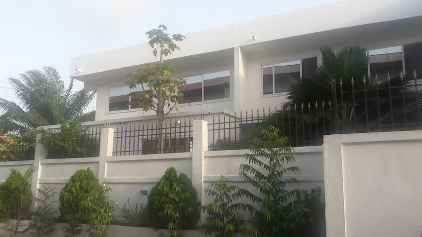 Serviced Residence with 7 Ensuite bedrooms - Accra - Pensió