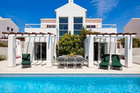 Villa Manuel - 4 bedroom villa, walk to beach, restaurants and supermarket