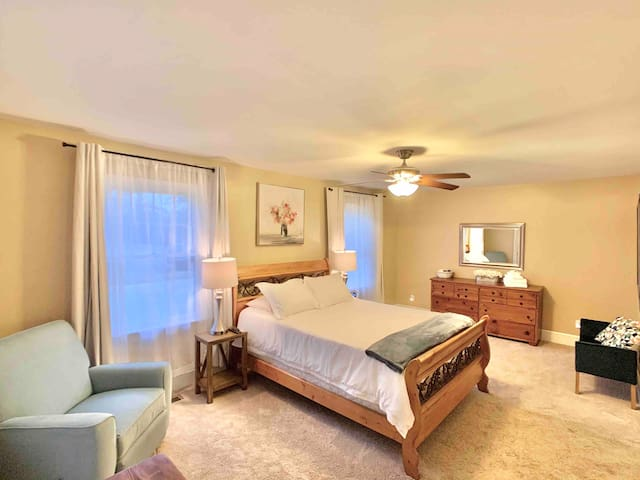 Master Suite in Expansive West End Home (Suite 2)