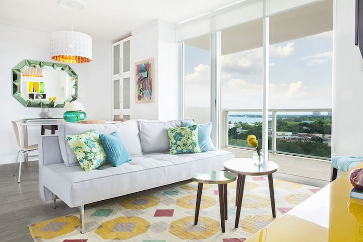 Accepting Reservations: 9th FL 2/2.5 Coconut Grove Condo includes parking!