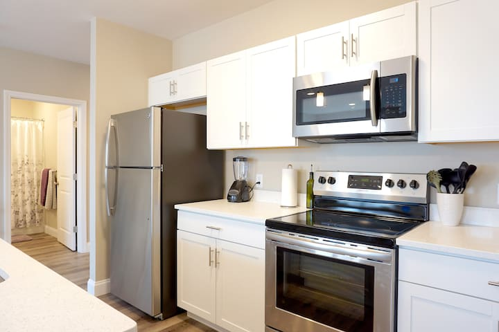 ★ Luxury Furnished Rentals | Flexible Leases ★