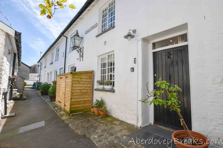 Cosy Fisherman's Cottage in Aberdovey Pet Friendly