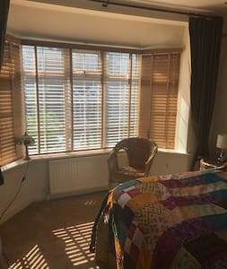 Newly furnished double room in picturesque Ware