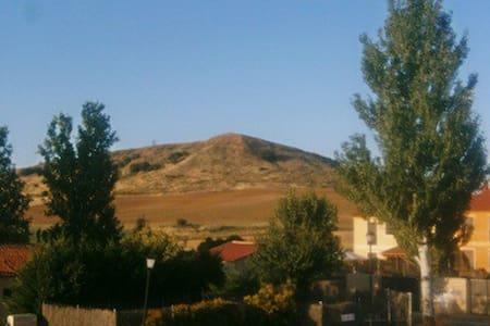 Dormitorio en el barrio mas tranquilo de Segovia . - Segovia