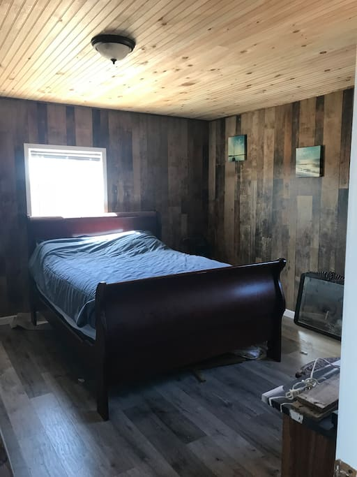 Master bedroom on lower level (Queen bed)