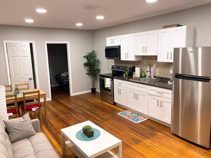 Near Delaware Expwy | 2 BDRMS | TV & Wifi