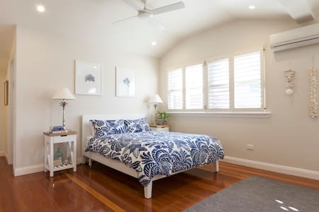 Spacious Living With Pool, Close To Sydney CBD - Willoughby - House