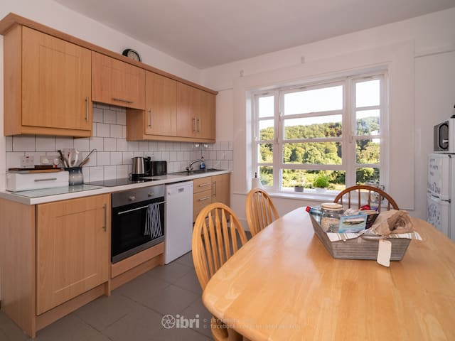 Fully equipped bright kitchen with stunning views through beautiful sash window. Good for the soul!