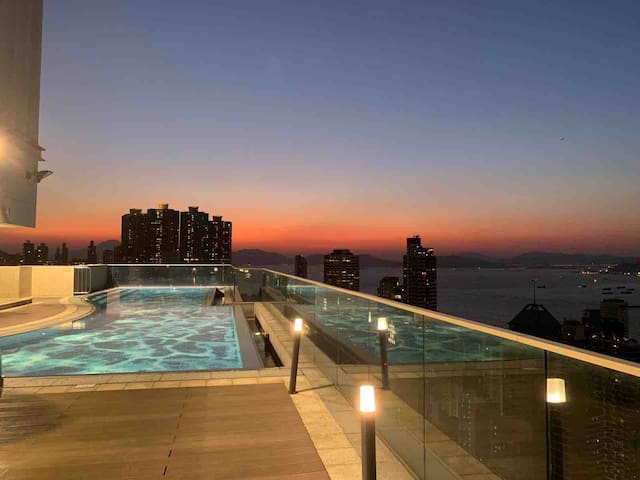 Room in luxury apartment w/ infinity pool and gym