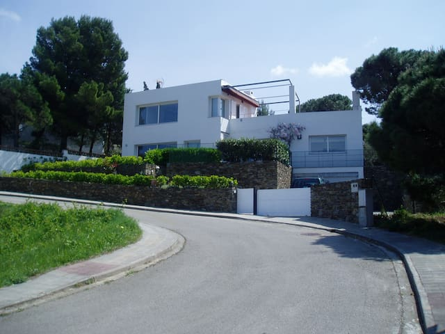 CASA SOLEADA EN FRENTE DEL MAR. - El Port de la Selva - Casa