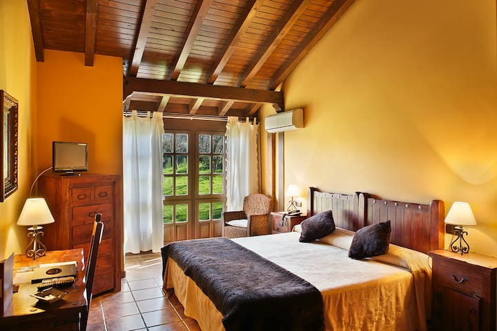 Bermudo · double big bed and extra single bed with breakfast