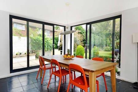 Modern family home Twickenham Green - Twickenham - Haus